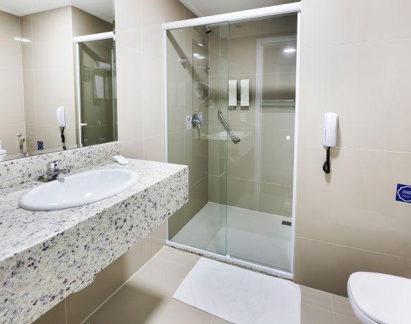 Apto Superior Casal + 02 - 18º Andar - Sibara Hotel
